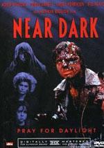La locandina del film Il buio si avvicina
