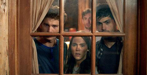Un fotogramma del film horror Cabin Fever (2016)