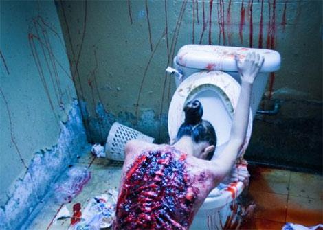 Un fotogramma del film horror Cabin Fever 3: Patient Zero (2014)