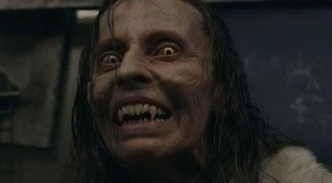 Un fotogramma del film horror Howl (2015)