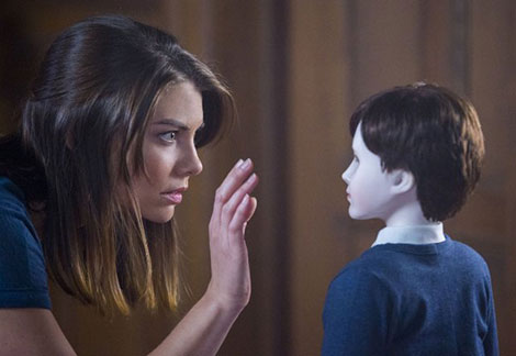 L'attrice Lauren Cohan in un fotogramma del film horror The Boy