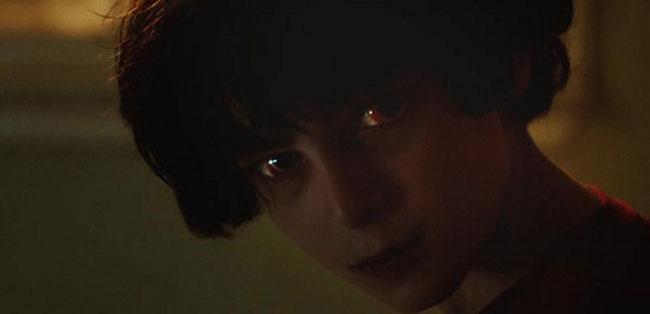 Un fotogramma del film horror Incarnate