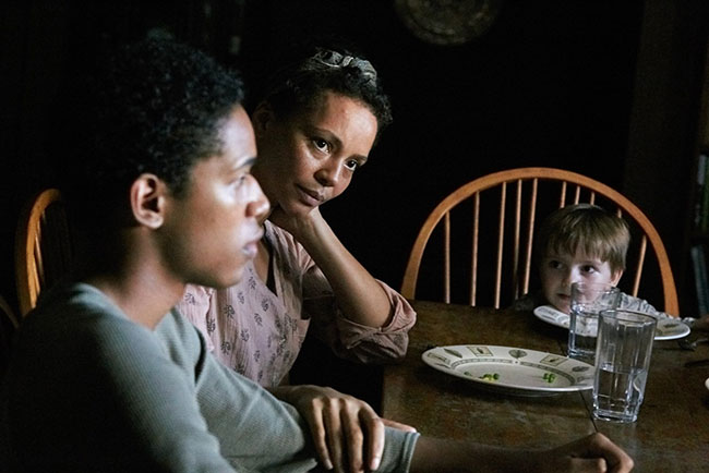 Un fotogramma del film del 2017 It comes at Night