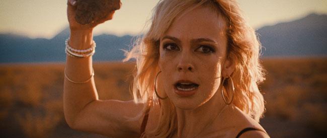Un fotogramma del film del 2017 It Stains the Sands Red