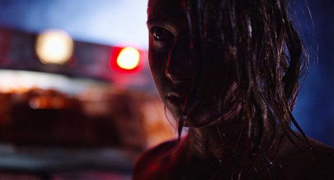 Un fotogramma del film del 2017 Tonight She Comes