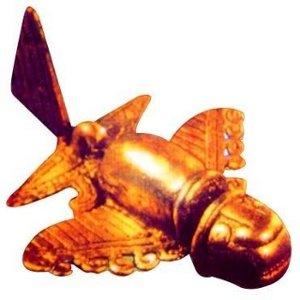 Un monile d'oro dei Sinù, l'immagine ravvicinata di un aereo?