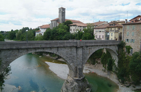 Una foto del Ponte del Diavolo a Cividale del Friuli (UD)