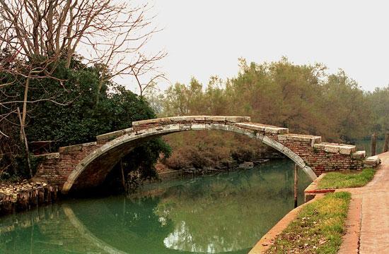 Una foto del Ponte del Diavolo a Torcello (VE)