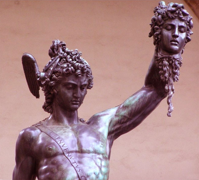 Perseo con la testa di Medusa: particolare della scultura di Benvenuto Cellini