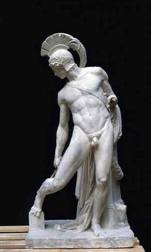 Una statua di Achille che osserva il suo vulnerabile tallone