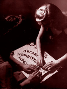 La Tavola Ouija, semplice gioco o strumento esoterico?