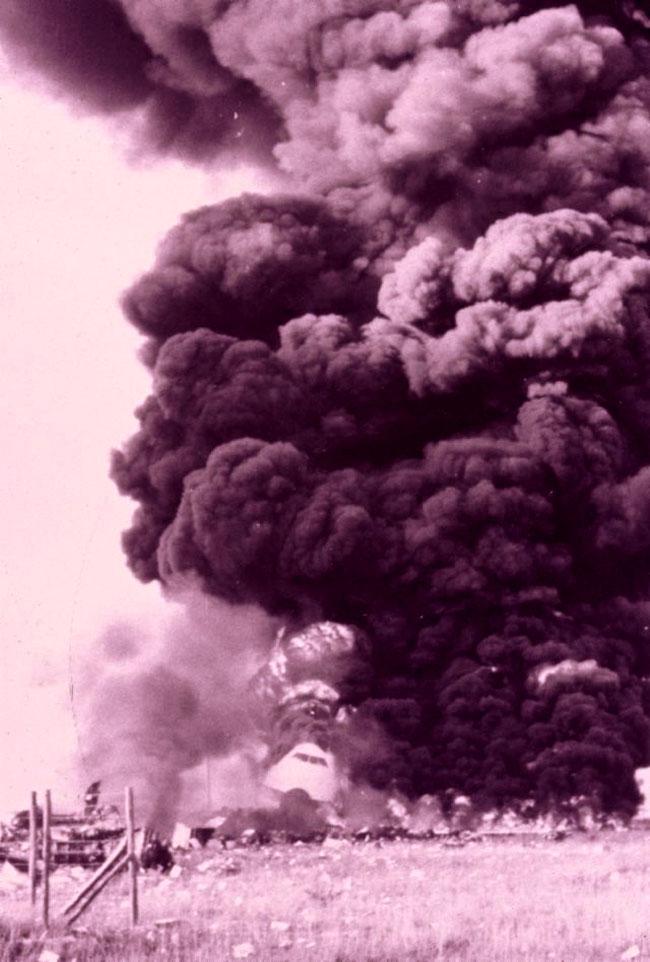 Il boeing Pan Am in fiamme dopo l'impatto