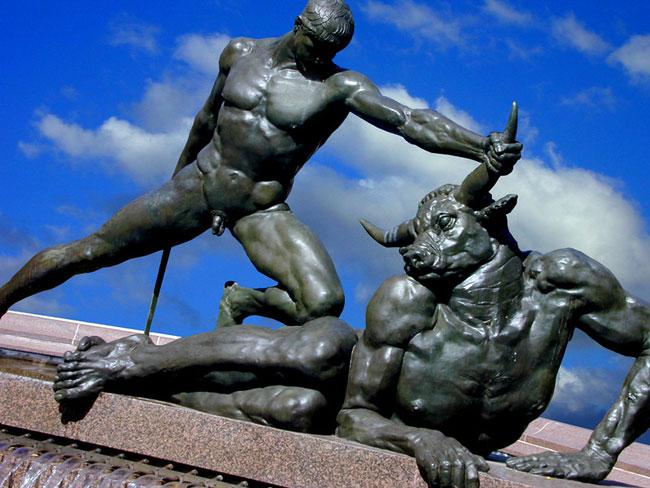 teseo uccide il Minotauro di Creta
