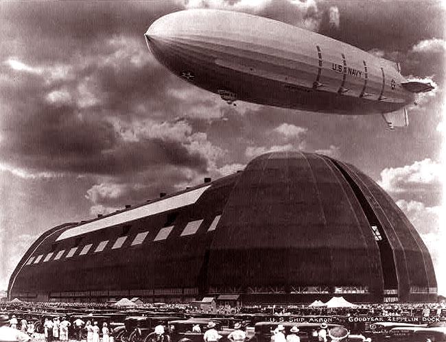 L'USS Akron ai docks Zeppelin e Goodyear