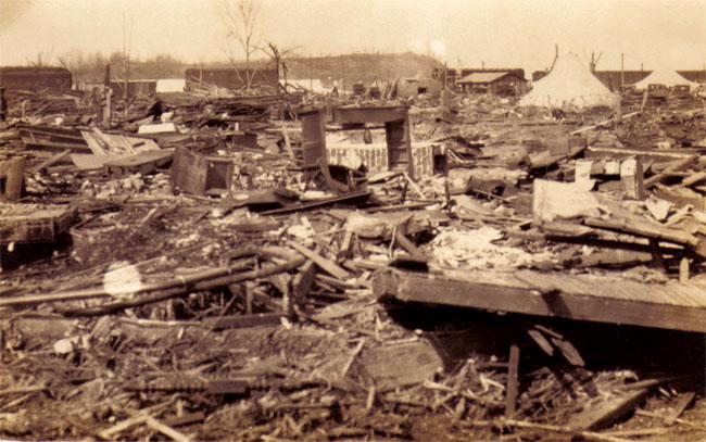 La distruzione portata dal Tri-State Tornado