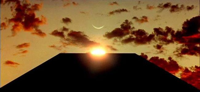 2001: Odissea nello Spazio, il monolito e il sole