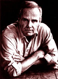 Una vecchia foto dello scrittore Cormac McCarthy