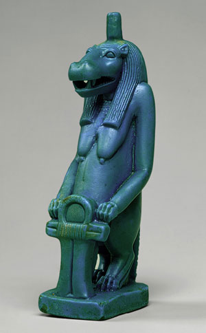 Foto di una statua della dea egizia Taweret