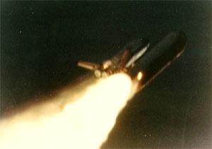 Una foto del volo dello shuttle Challenger