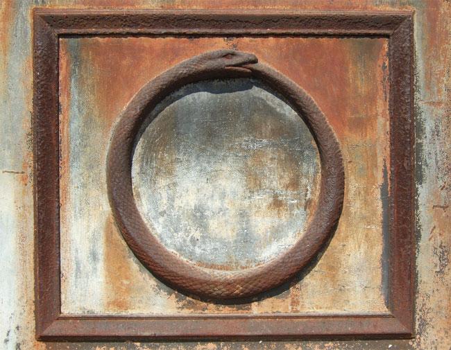 Il simbolo esoterico dell'Ouroboros