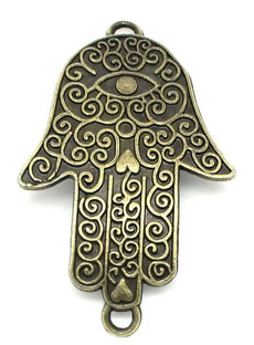 Un bracciale a forma di Mano di Fatima