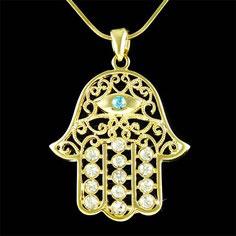 Un pendente a forma di Mano di Fatima