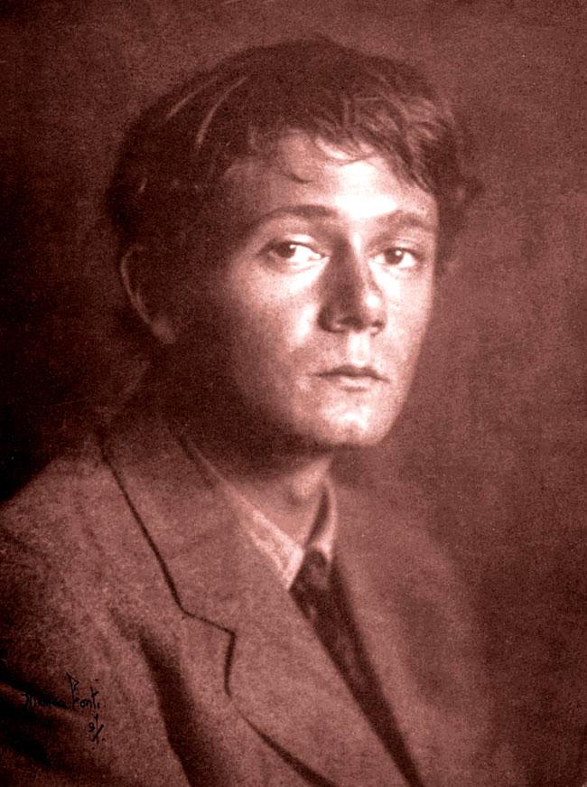 Una foto dello scrittore Clark Ashton Smith da giovane