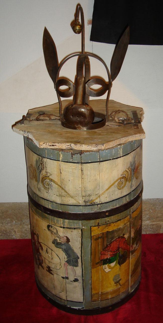 Una foto dello strumento di tortura chiamato la Botte dell'Asino