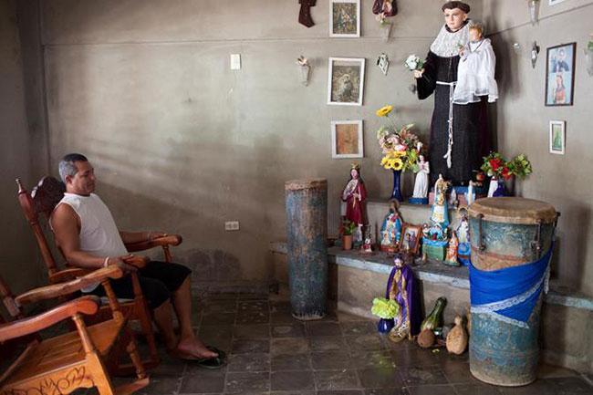 La foto di una cappella per la preghiera della Santeria