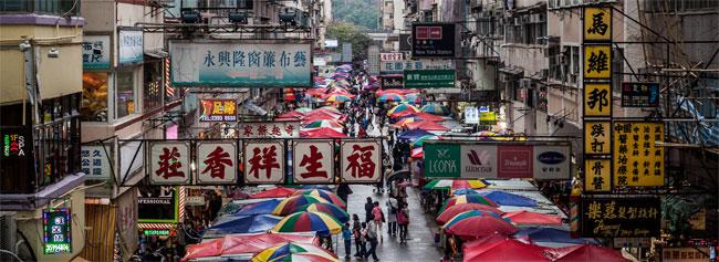Una foto di un mercato a Hong Kong: in AliExpress ci sono altrettanti venditori online