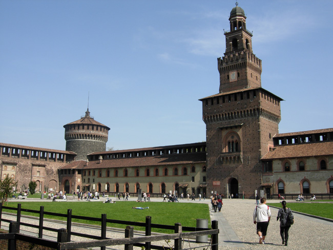 il cortile interno del Castello Sforzesco di Milano