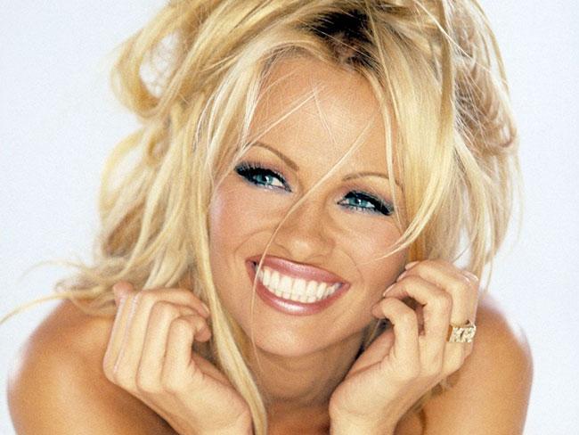 Pamela Anderson, indimenticabile coniglietta poi divenuta bagnina