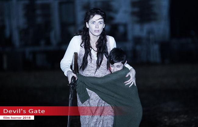 Un fotogramma dal film Devil's Gate