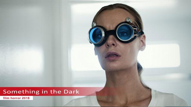 Un fotogramma dal film Something in the Dark