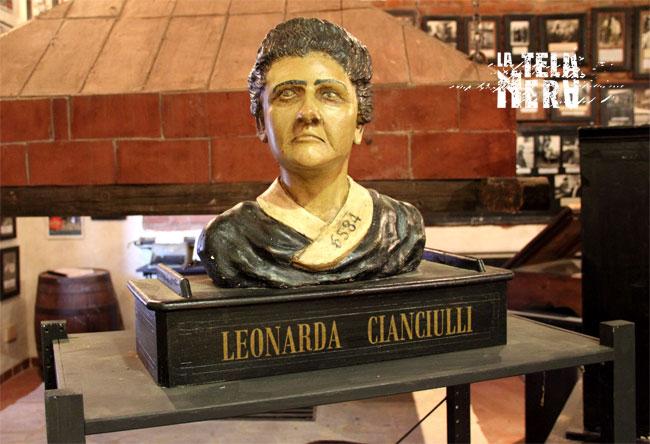 Il busto rappresentante Leonarda Cianciulli conservato al Museo di Arte Criminologica