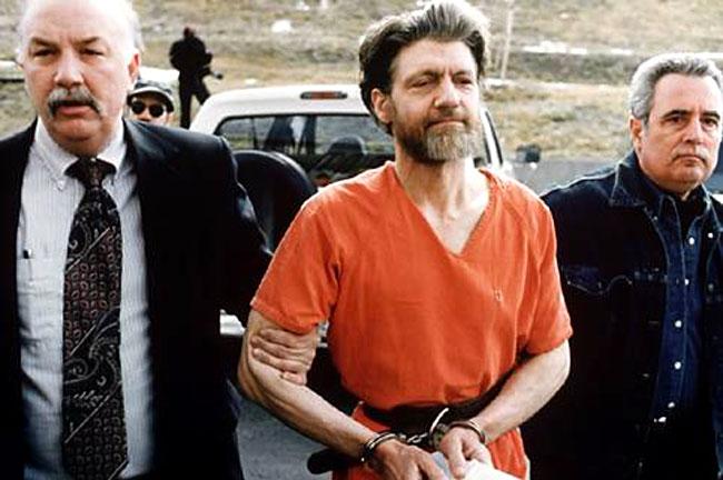 Theodore Kaczynski, l'Unabomber, scortato dalla polizia